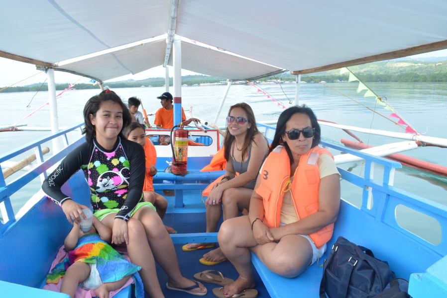 travelling with infants, backpacking with infants, honda bay palawan